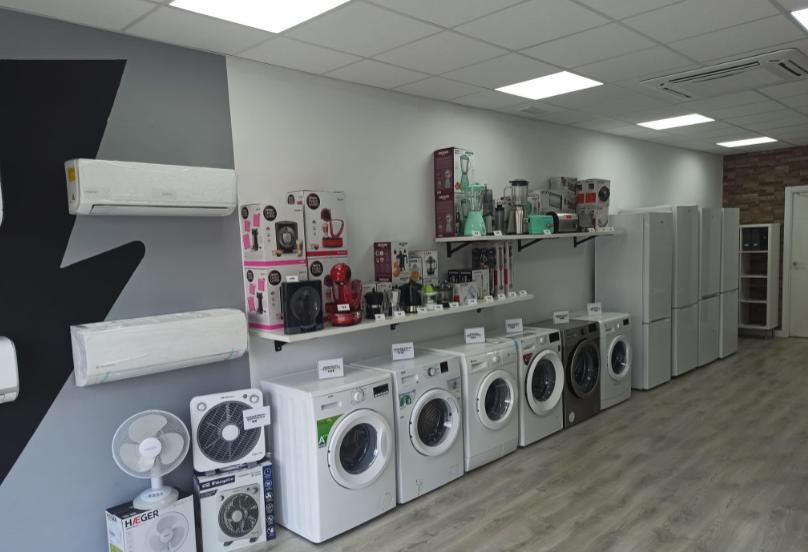 Todo tipo de electrodomésticos de gama blanca, pequeños electrodomésticos, maquinaria de hostelería, aire acondicionado. Todo ello con instaladores autorizados para el montaje.