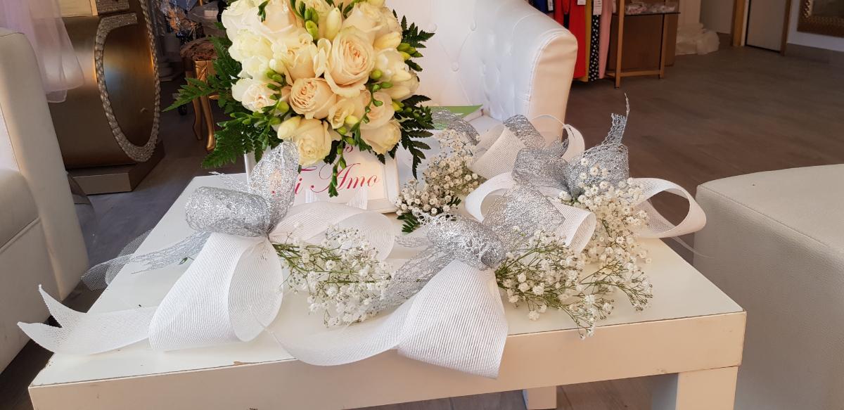 Somos especialistas en bodas y todo tipo de eventos. Disponemos de gran variedad de flores cortada, preservada y artificial, al igual que macetas naturales, artificiales para decorar el hogar, zona de exterior. Ramos de novias preservado o natural.