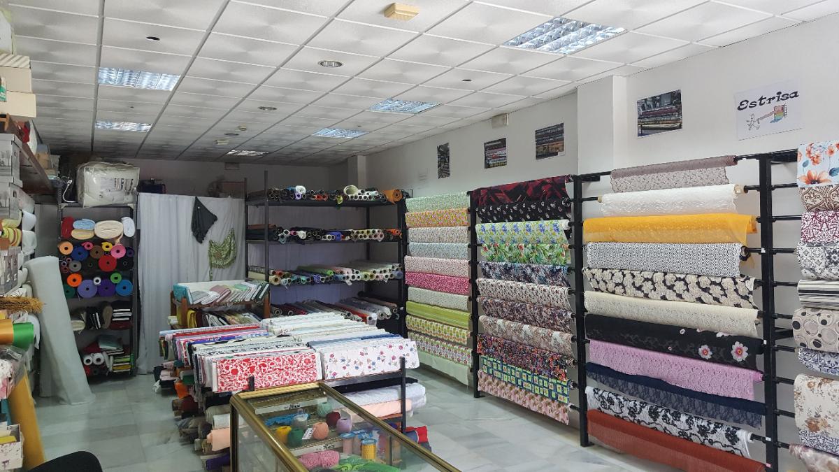 En Tejidos Estrisa llevamos al servicio de nuestros clientes más de 27 años ofreciéndoles todo tipo de tejidos de moda flamenca, infantil, cortinas... Todo ello al mejor precio y calidad.Y seguiremos haciéndolo con mucho gusto.