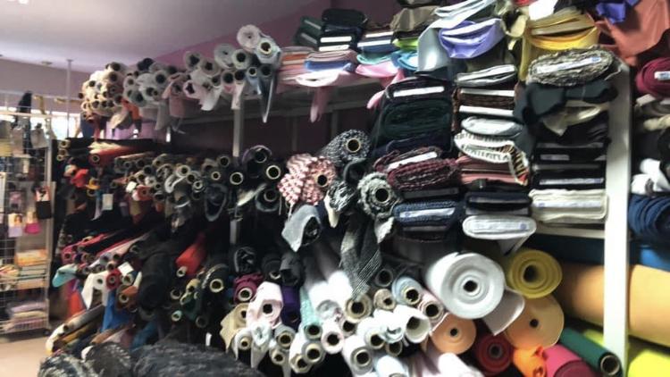 Tenemos una amplia variedad en tejidos además de artículos de mercería y paquetería.