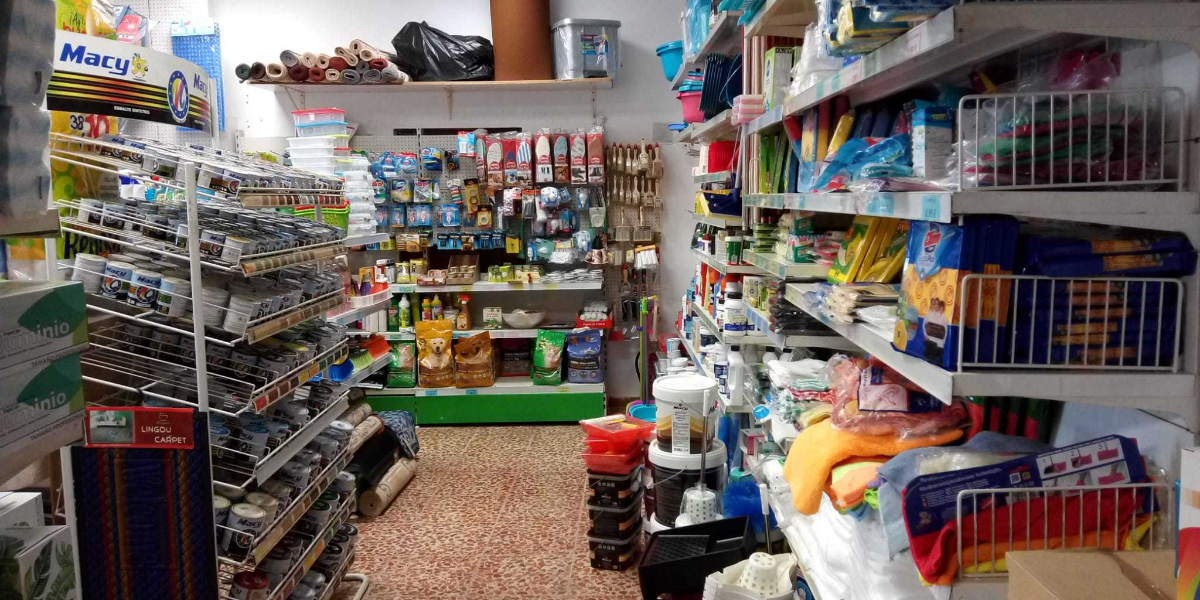 Se trata de un supermercado donde puedes encontrar de todo en materia de alimentación, limpieza, cuidado personal, etc. Especializados en droguería y perfumería y productos sin lactosa y sin azúcar.