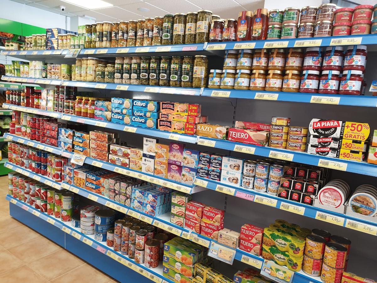 Alimentación, carnicería, panadería, frutería, congelados y droguería.